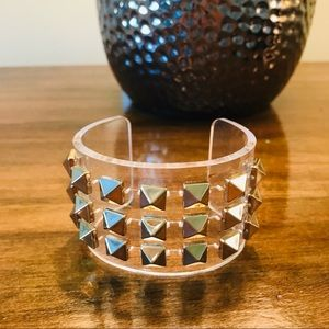 Jewelry - Clear with gold spikes cuff